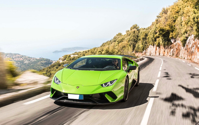 lamorghini huracan driving alomg the French Riviera