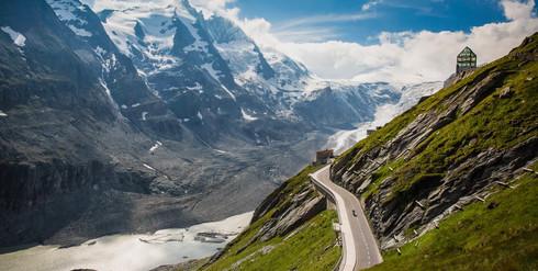 Look out at Grossglockner High Road over Pasterze glacier.jpg
