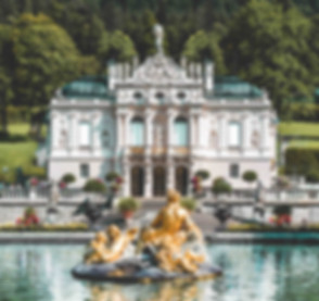 Front with fountain of Linderhof Palace Bavaria.jpg