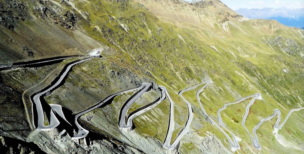 zick zack route of the Stelvio towering up the mountain
