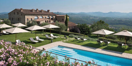 Luxury hotel with pool in Tuscany
