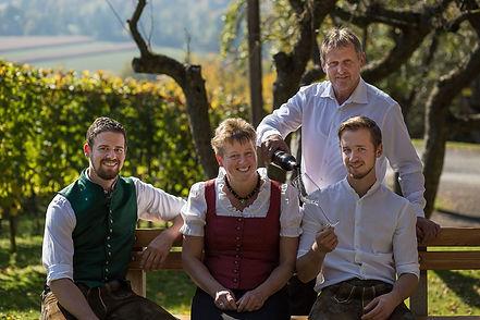 Familie Buschenschank (Medium).jpg