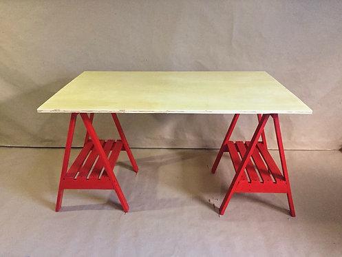 Mesa Cavalete em Vermelho >> 1,30m x 0,80m