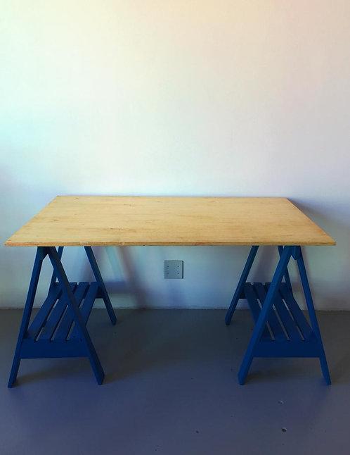 Mesa Cavalete em Azul Royal >> 1,30m x 0,80m