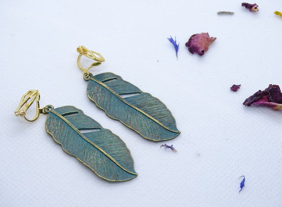 clip-on-earrings-green-patina-feathers