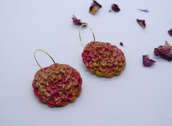 christmas-flowers-gold-and-red