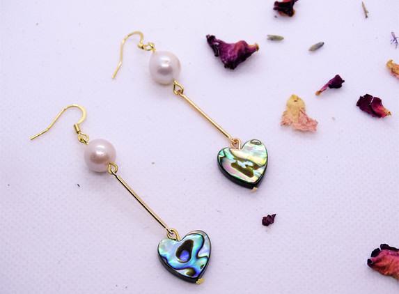 elegant-earrings-pearl-and-paua-shell