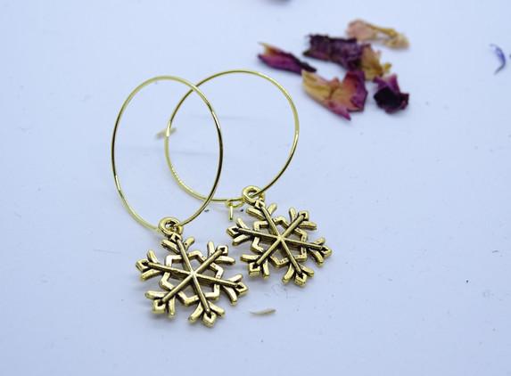 hoop-earrings-with-golden-snowflake
