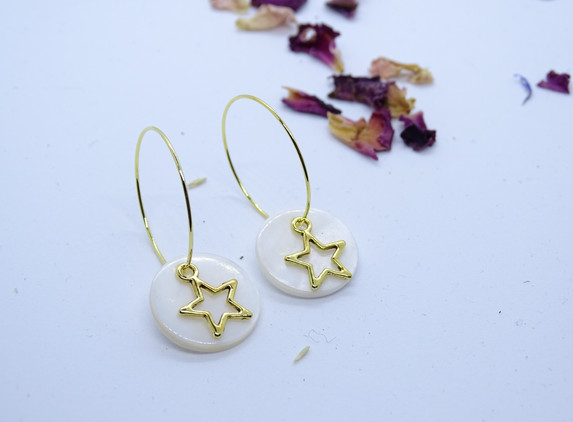 hoop-earrings-with-white-shell-charm-and-golden-star