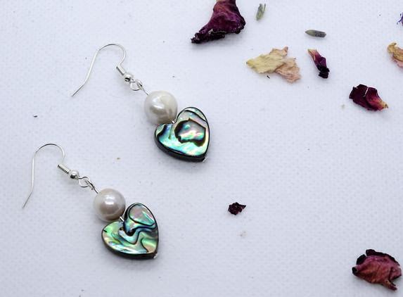 elegant-and-discreet-earrings-pe