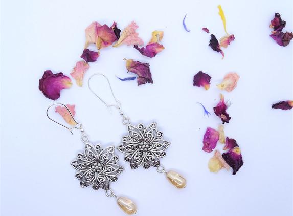 antique-silver-flower-earrings
