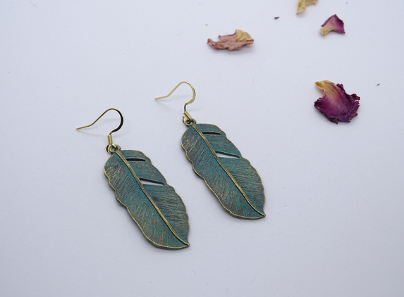 boho-style-earrings-green-patina-feathers-perfect-gift-original-design