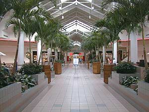 Photo of inside of the Midland Mall