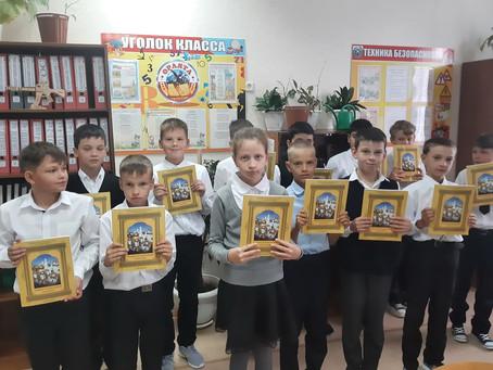 85 школьников получили учебники от Пятигорской епархии