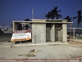 Construye Ayuntamiento de Manzanillo sanitarios en tres playas