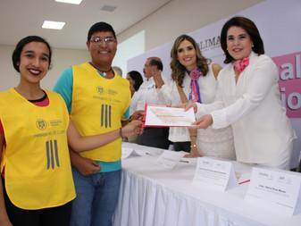 En Día Internacional del Voluntario reconocen a 60 personas por su labor altruista