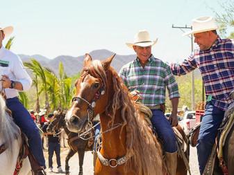 Mario Anguiano encabeza cabalgata del PVEM en Piscila