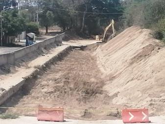 Intensifica Ayuntamiento de Manzanillo trabajos de desazolve en Miravalle para evitar inundaciones