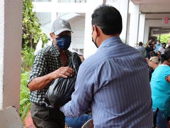 Entrega Ayuntamiento de Tecomán 100 despensas a familias vulnerables