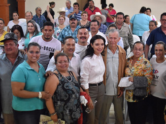 """""""Luchar unidos"""" en temas como Pensiones, ofrece Mely Romero a burócratas del estado"""