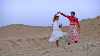 Sandlines, The Story of History, el último siglo de la historia iraquí contada por niños pastores