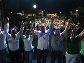 Cierra Virgilio Mendoza campaña en Tecomán