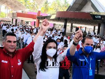 Ante dirigentes nacionales del PAN, PRI y PRD Mely Romero rinde protesta como candidata