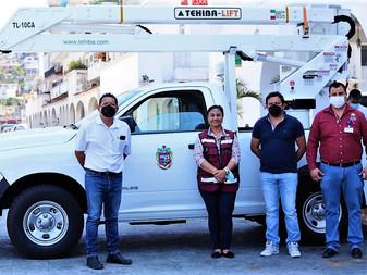 Compra gobierno de Manzanillo grúa para el servicios públicos