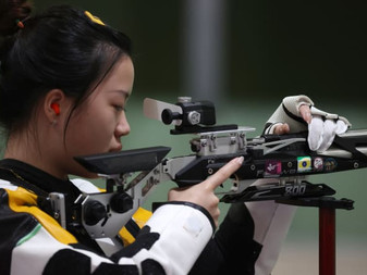 YANG Qian, de China, ganó la primera medalla de oro de Tokio 2020