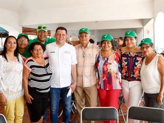 Se  reúne Virgilio con asociaciones y cooperativas de pescadores de Manzanillo