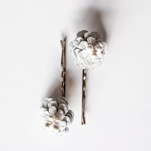 White Flower Clip (Set of 2)
