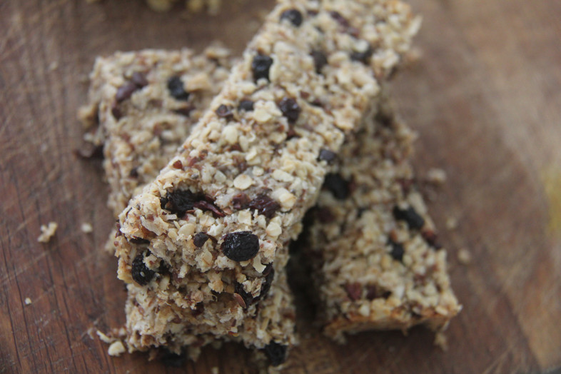 Eat in the heat #9 Two kinds of flapjack: child friendly/ hippie healthy