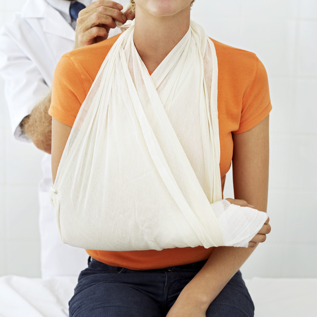 First aid training on broken arm