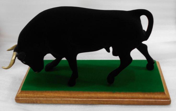 Toro flocado de negro