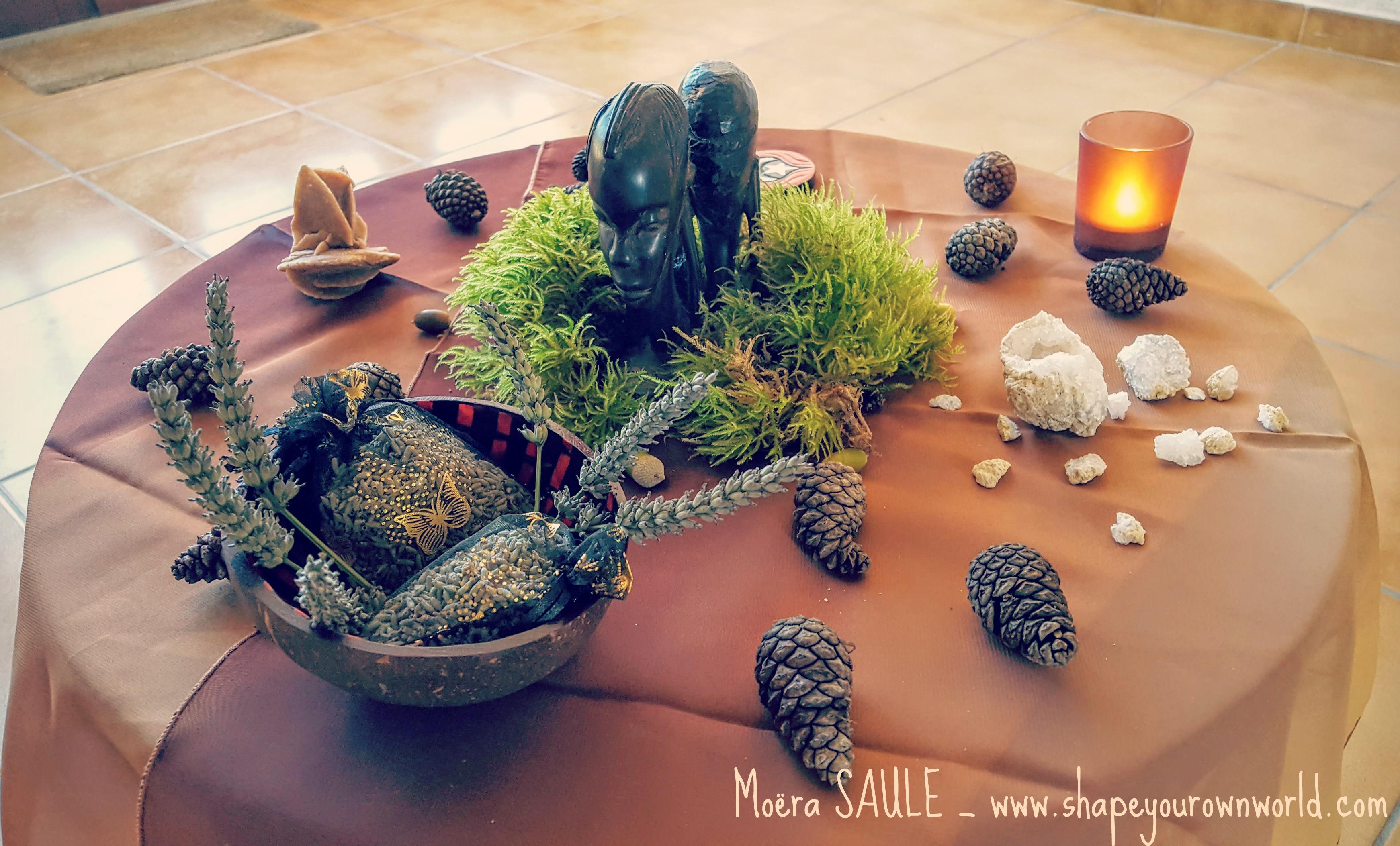 Moëra_SAULE_-_Soul_Coaching_-_Coaching_de_l'âme_-_autel_terre_-_www.shapeyourownworld.com