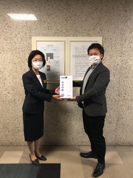 岩手県保健福祉部子供子育て支援室に自動ディスペンサー4台寄贈させて頂きました。