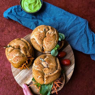 Kippenburger met guacamole