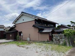 三津屋町にあり琵琶湖近くの大正元年築の古民家と土蔵