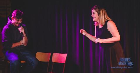 GRUBER bricht aus. Eine Impro-Solo-Show. 13.02.2019 im STockwerk JAZZ Graz  Carola Gartlgruber und Publikum Raphael beim Krimi-Hörspiel.   (c) ShootED