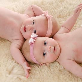 new born tweeling.jpg