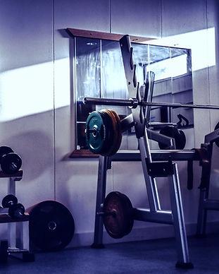 Unsplash-Bild-Fitnessstudio-komprimiert.
