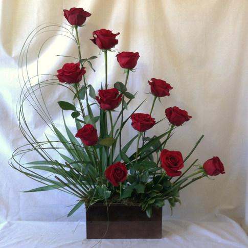 Contemporary Dozen Roses
