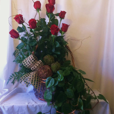 Rose & Philodendron Spray
