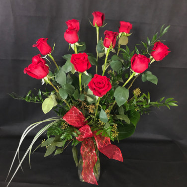 Dazzling Dozen Roses
