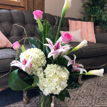Calla Girl Bouquet-With Vase Charm