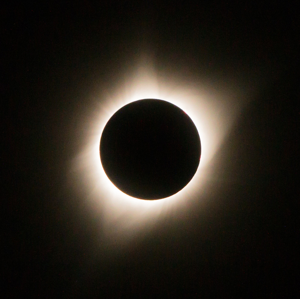 Solar eclipse in maximum totality