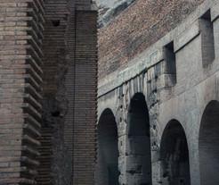 Roman Arches, Coliseo