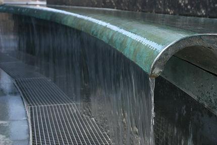 излив водопада