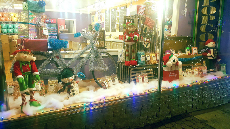 Boothbay Harbor decorated for the holidays - Sea Maine Vacation Rentals