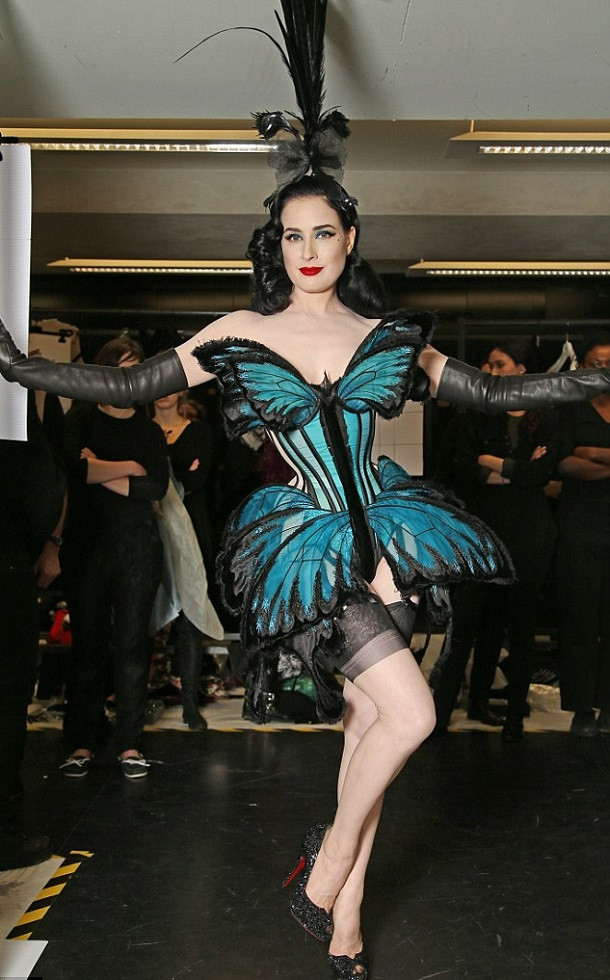 Dita-Von-Teese-Paris-Fashion-Week.jpg